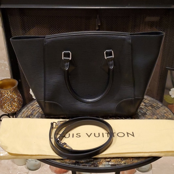 Louis Vuitton Handbags - 💯% Auth Louis Vuitton Phenix PM Epi Noir